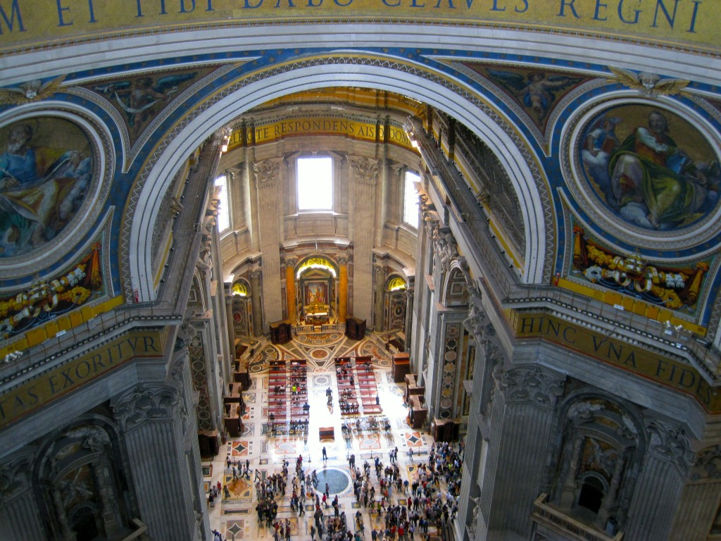 Widok z podstawy kopuły na bazylikę.